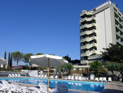 Sunflower alberghi a roma hotel rouge e noir un hotel 4 - Hotel piscina roma ...